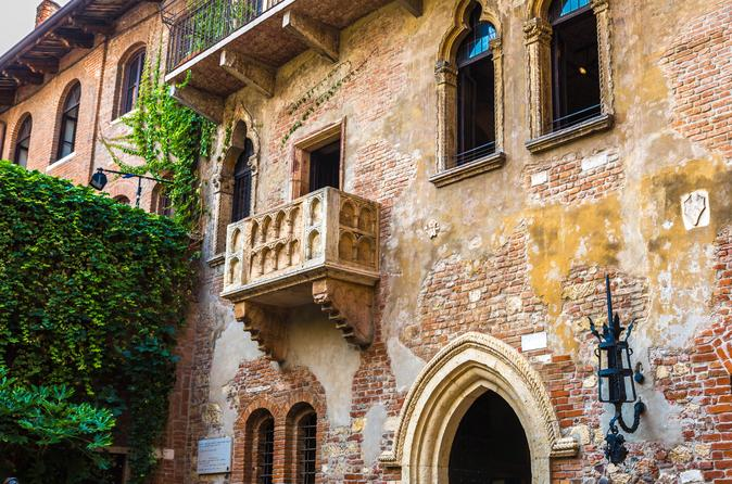 VERONA, THE HOUSES OF ROMEO & JULIET FROM VENICE BY HIGH-SPEED TRAIN & PROSECCO