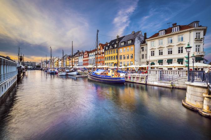 Excursão pelo canal de Copenhague com entrada Evite as Filas para os Jardins Tivoli