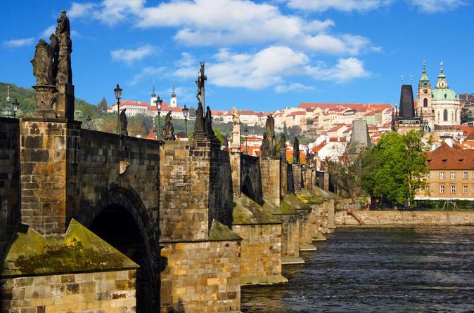 Excursión de un día a pie por Praga en italiano