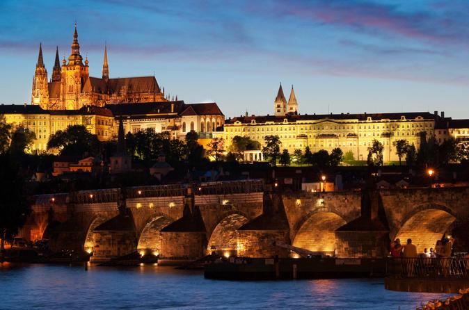 Excursão noturna em Praga e cruzeiro-jantar no Rio Moldava
