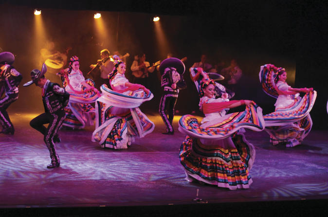 Puerto Vallarta Combo Tour: City Sightseeing, Tequila Tasting, Mariachi Show and Dinner