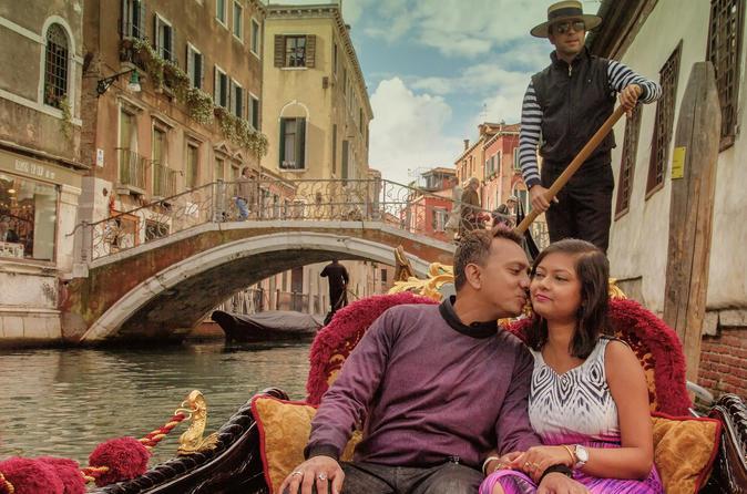 Private Tour: Venice Gondola Ride with Personal Photographer
