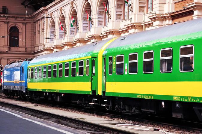 Shared Arrival Transfer: Budapest Keleti Railway Station to Budapest Hotels