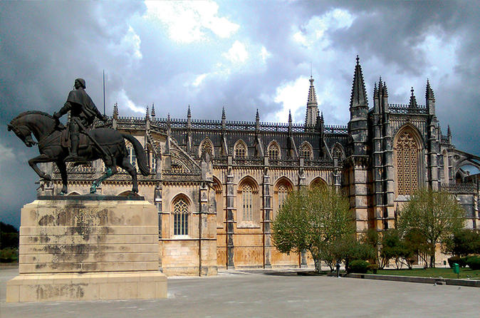 The Templars Treasure Small Group Tour: Alcobaça Batalha and Tomar from Lisbon
