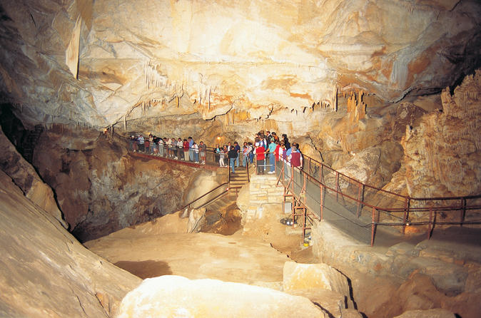 Blue mountains and jenolan caves motorcoach day tour in sydney 115284