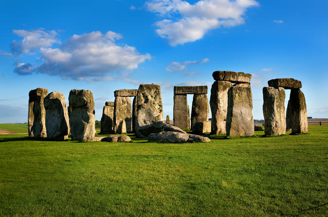 Stonehenge and Salisbury Cathedral Private Day Trip from Weymouth