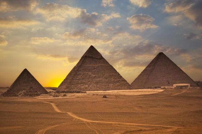 Excursão privada de 6 horas até as Pirâmides de Gizé e o Museu Egípcio no Cairo com almoço