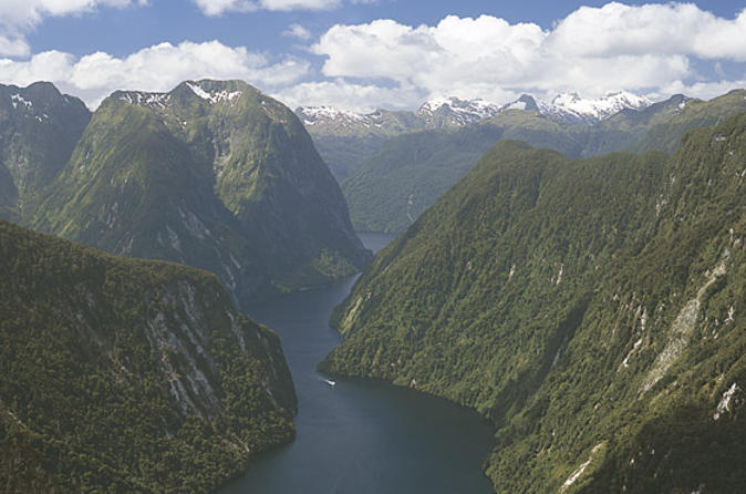 Te Anau Super Saver: Doubtful Sound Cruise plus Te Anau Glowworm Cave Tour