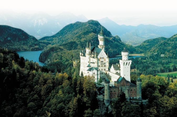 Independent Romantic Road Overnight Tour in Füssen from Munich: Linderhof, Neuschwanstein and Hohenschwangau Castles