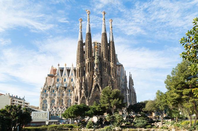 Exclusivo da Viator: Acesso antecipado à Sagrada Família com acesso opcional à Torre