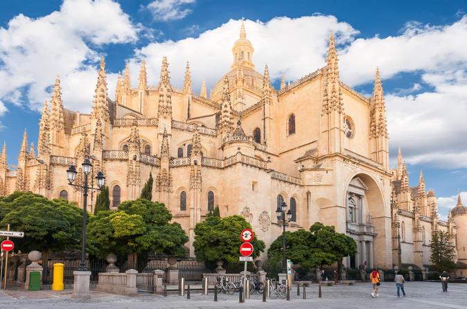 Excursão por Toledo e Segovia saindo de Madrid