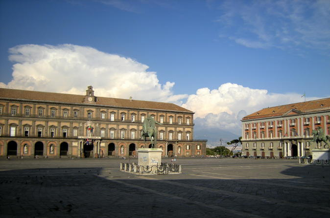 Pompeii ruins and the city of Naples with private transportation