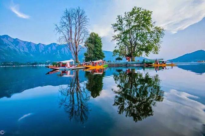 4-Day Private Kashmir Paradise Package from Srinagar with Houseboat Accommodation