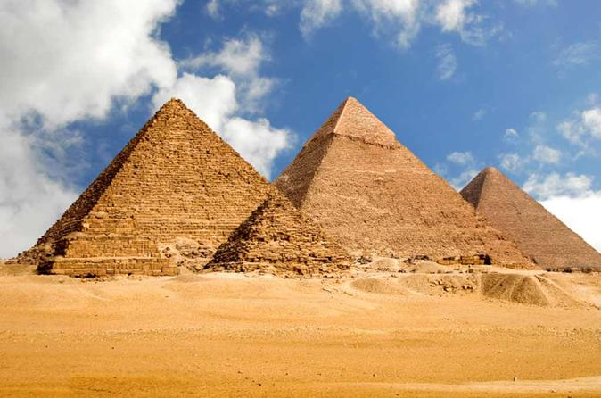 Private Sightseeing Tour of Giza Pyramids and Sakkara