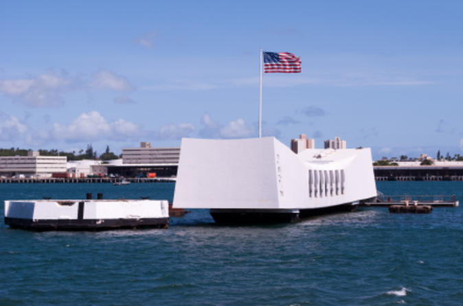 Arizona memorial pearl harbor and punchbowl sightseeing tour in oahu 113880