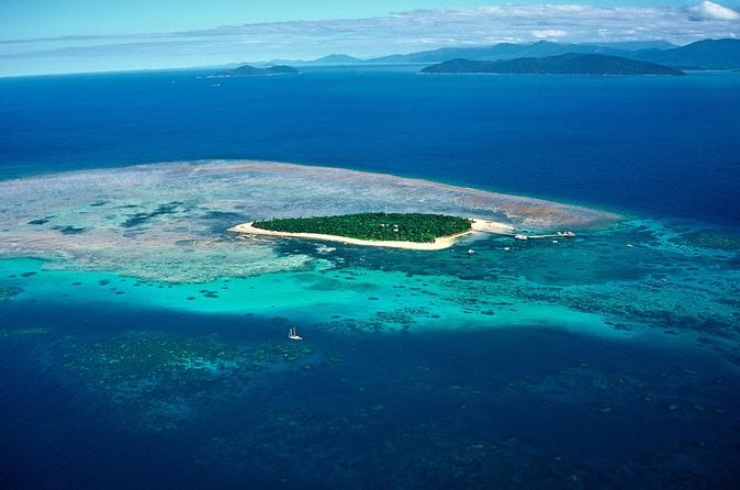30-Minute Great Barrier Reef Scenic Flight from Cairns