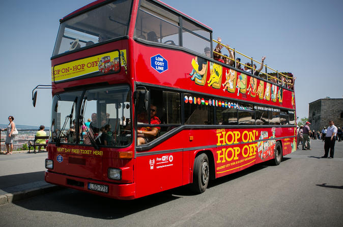 Hop-on hop-off tour Boedapest met bus en boot