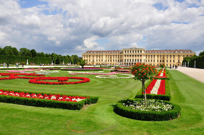 Imperial Vienna Combo: Vienna Card, Mozart Concert, Sightseeing Tour, Schonbrunn Palace and Lunch or Dinner