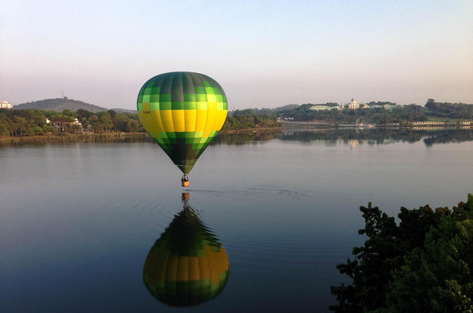 Voo de balão de ar quente sobre Putrajaya