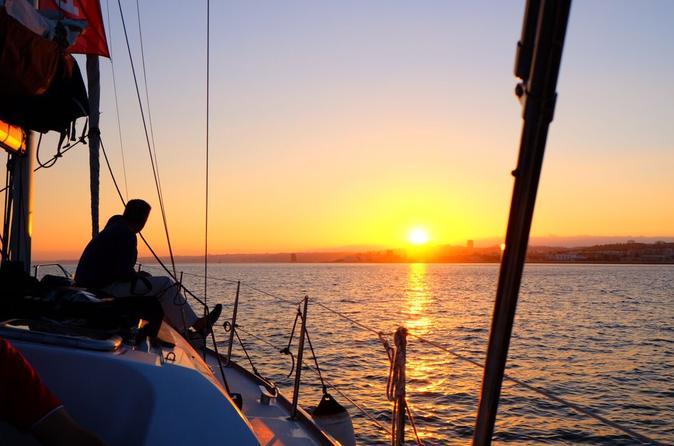 Excursão de navegação ao pôr no Rio Tejo