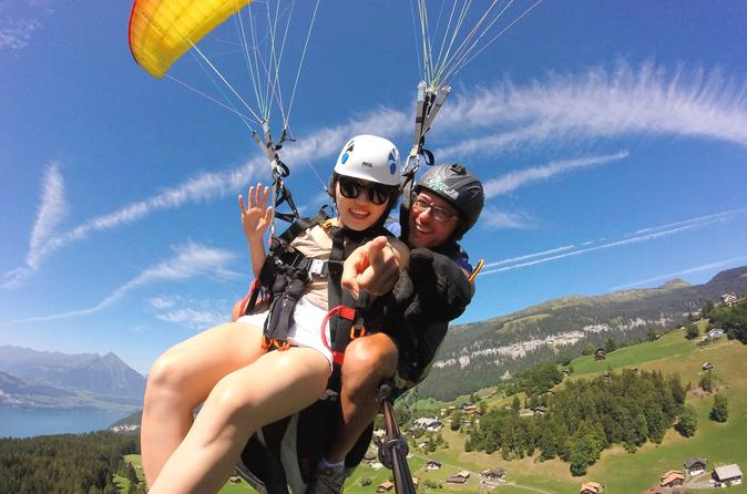 Tandem paragliding with instructor in brescia 266824