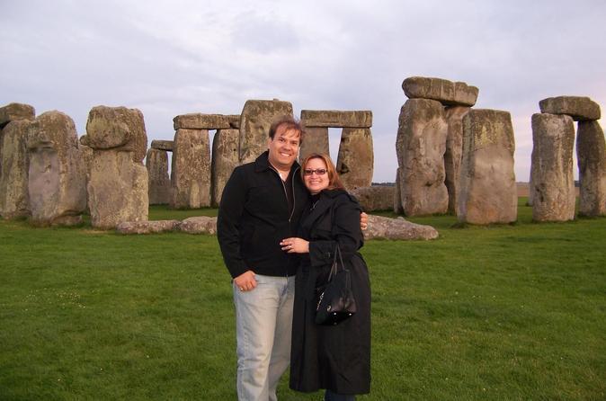 Acesso ao círculo interno de Stonehenge, incluindo excursão diurna em Bath e Lacock, saindo de Londres