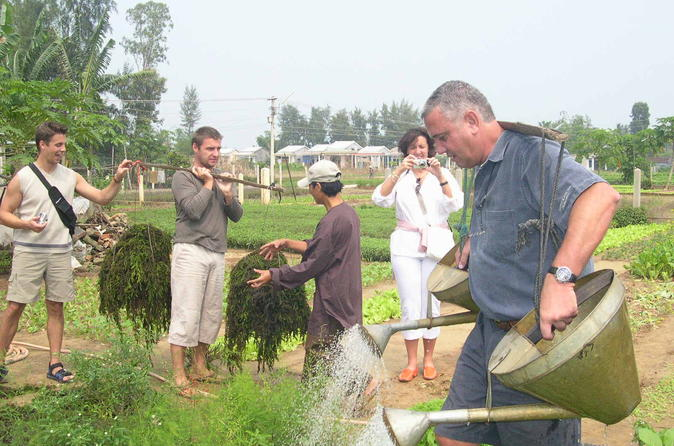 Full-Day Hoi An Countryside Bike Tour Including Thanh Nam and Tra Que Villages and Cooking Class
