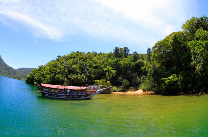 Cruzeiro de escuna de meio dia pela Lagoa Azul saindo do Rio com caipirinha