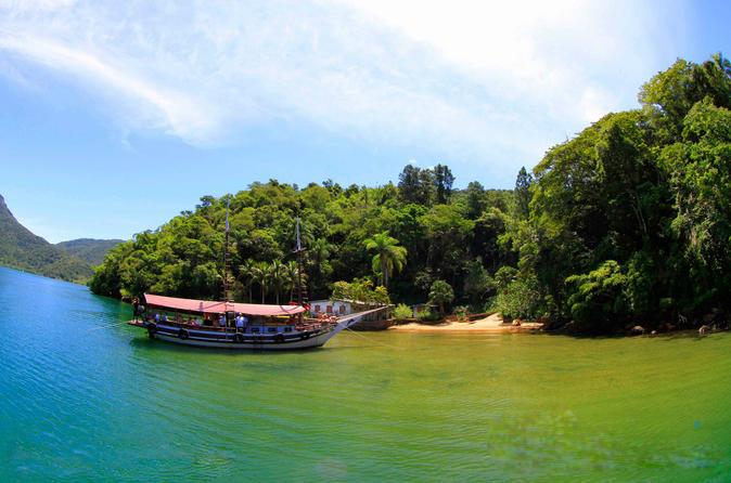 Half-Day Schooner Cruise by the Blue Lagoon from Rio with Caipirinha