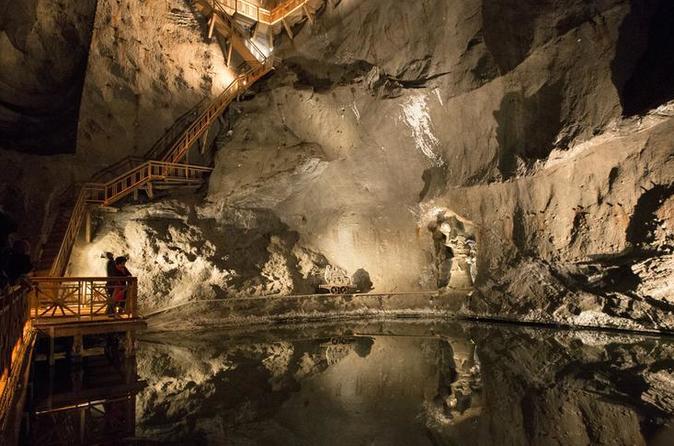 Excursão guiada para grupos pequenos para a mina de sal Wieliczka, partindo da Cidade Antiga de Cracóvia