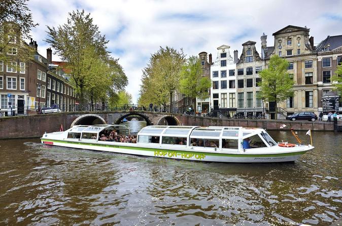 Barco pelo canal com várias paradas em Amsterdã