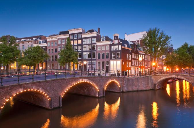 Crociera serale sui canali di Amsterdam con cena di 4 portate e bevande