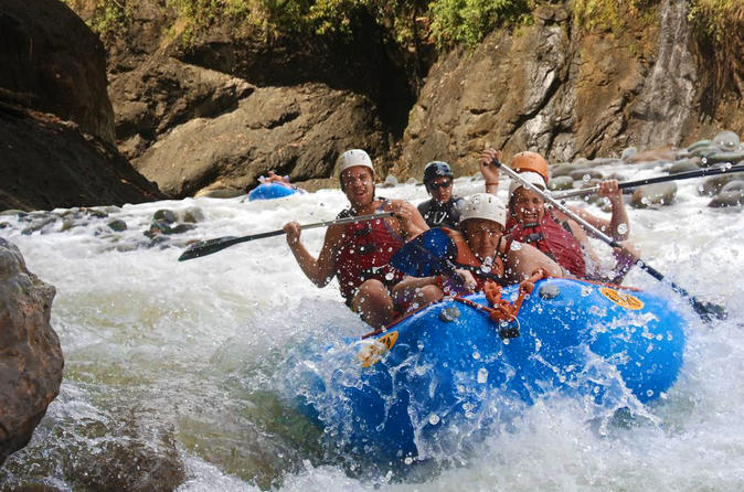 Half day small group class 3 naranjo river rafting with lunch in quepos 453359