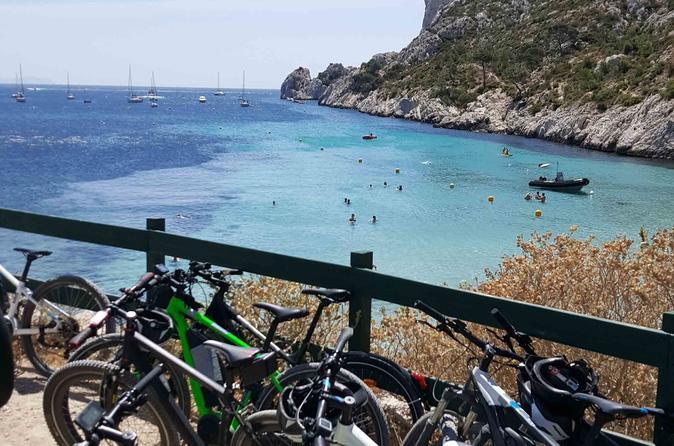 Excursão com bicicleta elétrica Calanques Trilogy saindo de Marselha