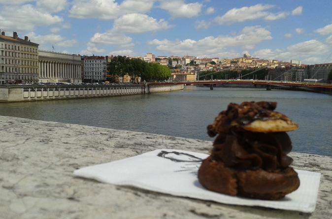 Private: Lyon Food Walking Tour of the Old Lyon and Halles Bocuse with Tasting