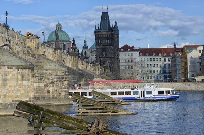 2-Hour Cruise with Dinner in Prague