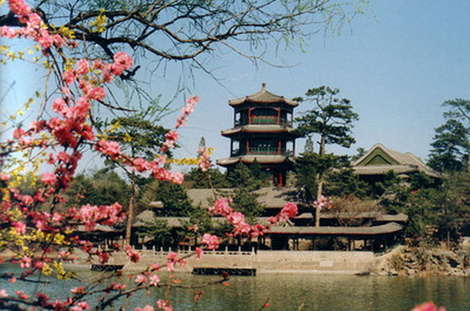 Private Full-Day Tour to Summer Palace Mountain Resort in Chengde And Jinshanling Great Wall From Beijing