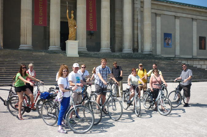 Munich Super Saver: City Bike Tour plus Bavarian Beer and Food Evening