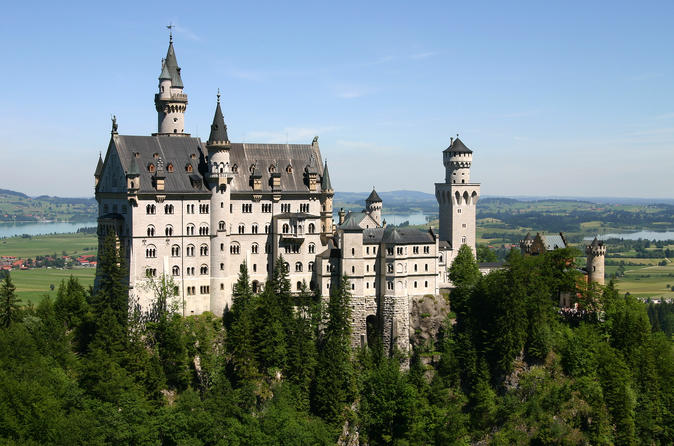 Neuschwanstein & Hohenschwangau VIP Tour From Munich