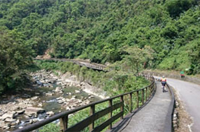 1 day cycling tour daiyujue river cycling path and pinglin tea in taipei 292052