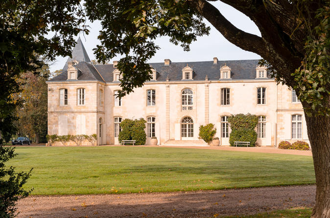 Small group chateau de reignac tour with bordeaux wine tasting in in bordeaux 330383