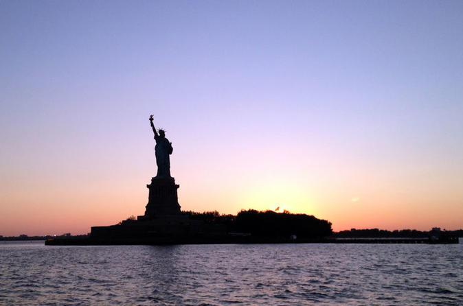 Cruzeiro das luzes do porto da cidade de Nova York