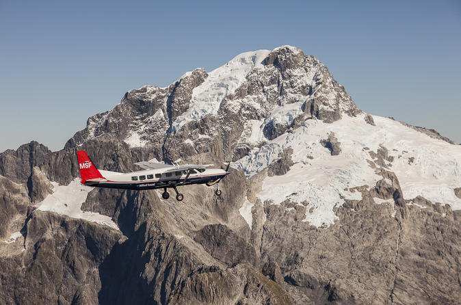 Milford Sound Sightseeing Cruise with Scenic Round-Trip Flight from Queenstown