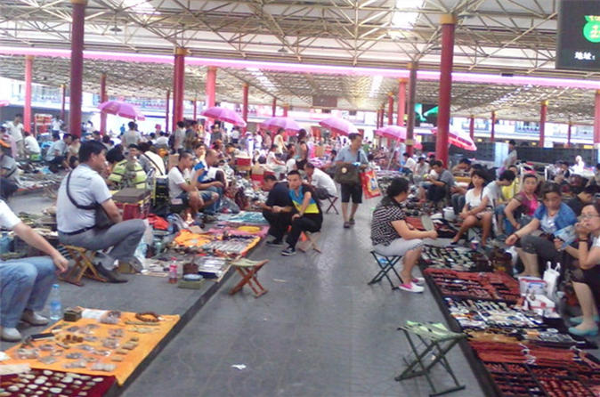 Half Day Panjiayuan Antique Market And Old Hutong Foodie Small Group Tour - Beijing
