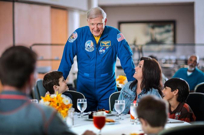 A melhor experiência no Kennedy Space Center: jantar com um astronauta e excursão detalhada com transporte saindo de Orlando