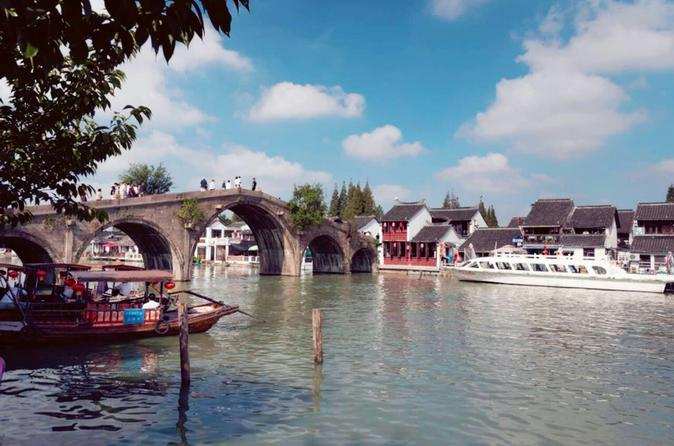Private Shanghai Highlights and Zhujiajiao Water Town in One Day