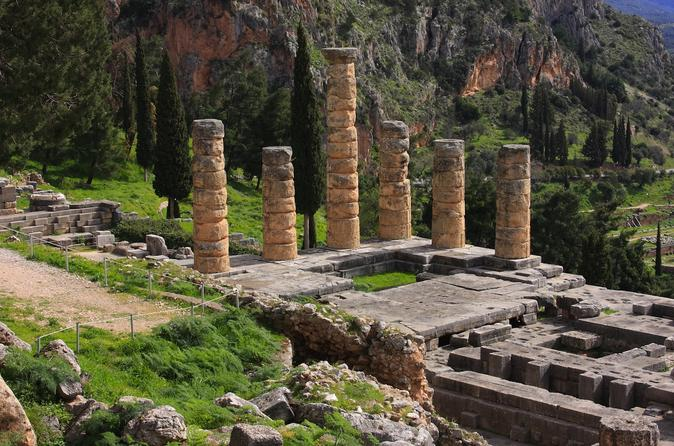 Delphi, Arachova and Saint Lucas Monastery Tour from Athens
