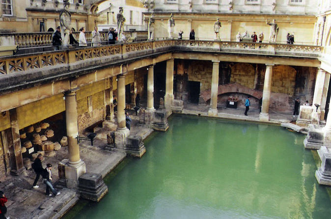 Arrival or Departure Private Transfer: London Heathrow Airport to Bath
