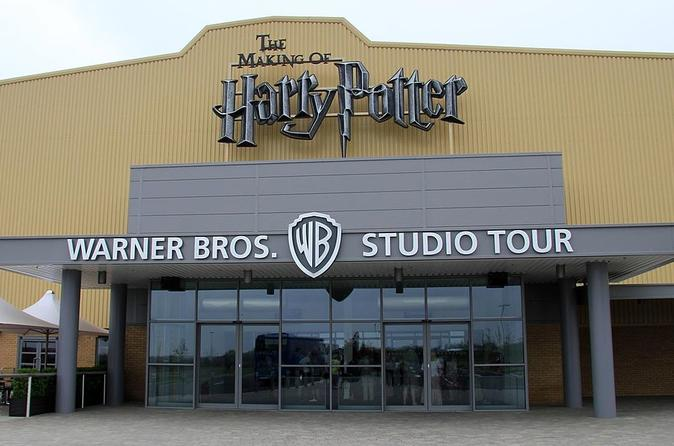 Private One Way or Round Trip : Luton Airport to Harry Potter Studio Watford