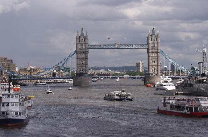 Private One Way or Round Trip Transfer: Luton Airport to London City